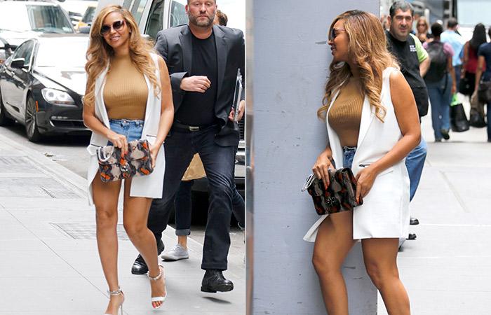 Beyoncé deixa pernas à mostra em Nova York