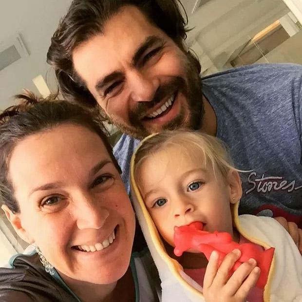 Thiago Lacerda posta selfie especial com a família
