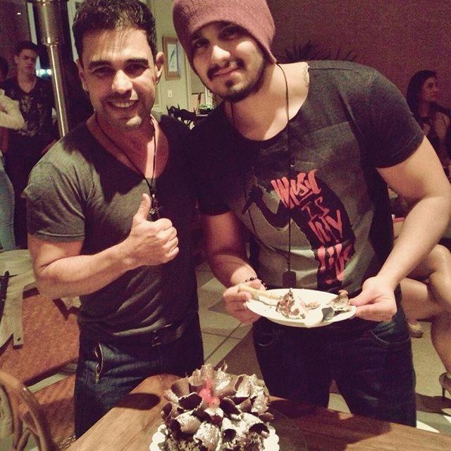 Luan Santana organiza festa surpresa para Zezé Di Camargo
