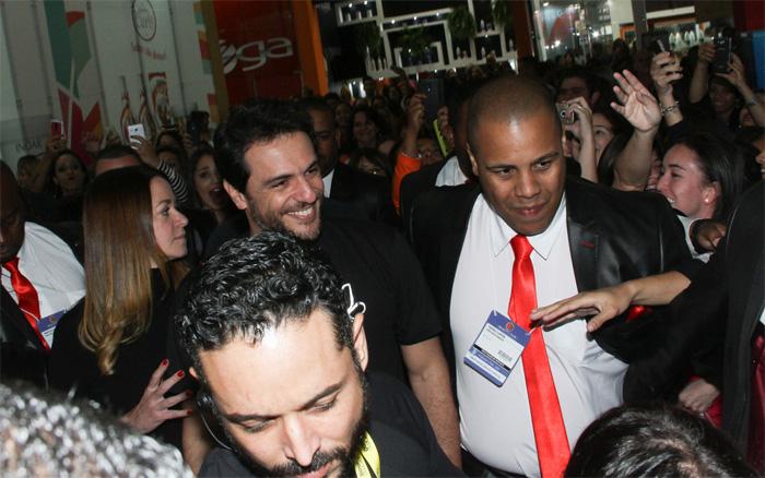 Rodrigo Lombardi causa tumulto em evento