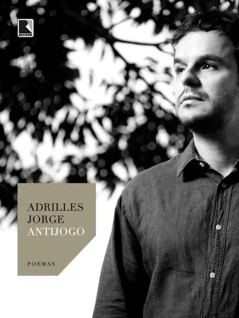 Adrilles lança livro na Bienal
