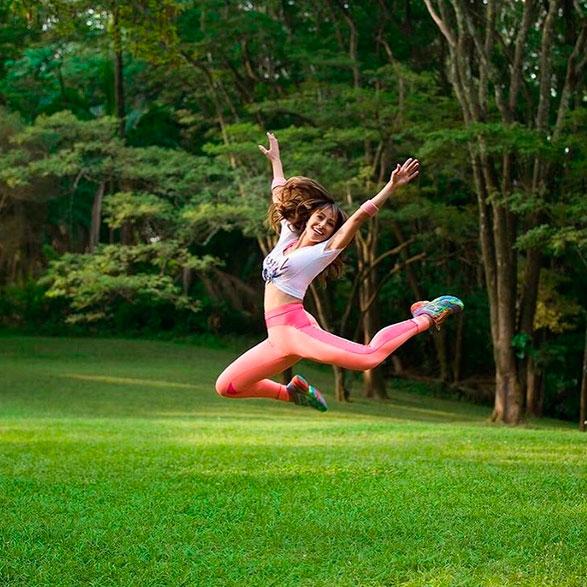 Sabrina Sato arrasa em campanha fitness