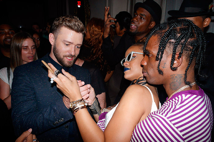 Rihanna curte festa cheia de chamegos com novo namorado