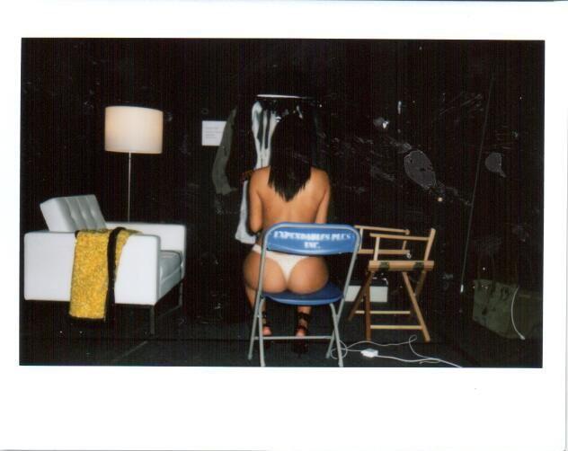 Kim Kardashian lança site com fotos picantes