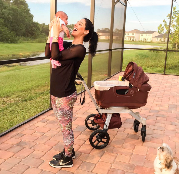 Bella Falconi curte momento único com a filha