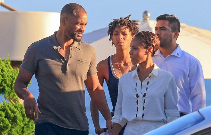 Após rumores separação, Will Smith e esposa trocam carinhos