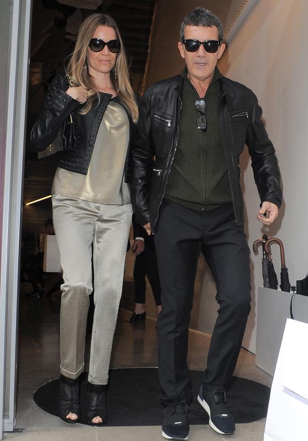 Antonio Banderas vai ao desfile de Victoria Beckham