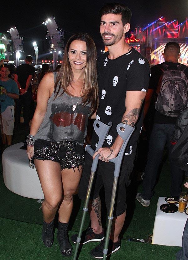 Viviane Araújo curte Rock in Rio com Radamés
