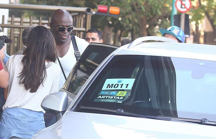 Seal atende fãs em hotel carioca