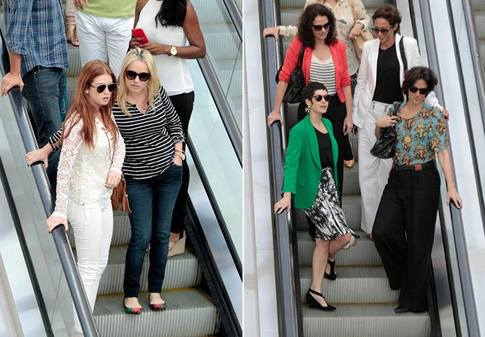 Com look todo branco, Marina Ruy Barbosa passeia com a mãe