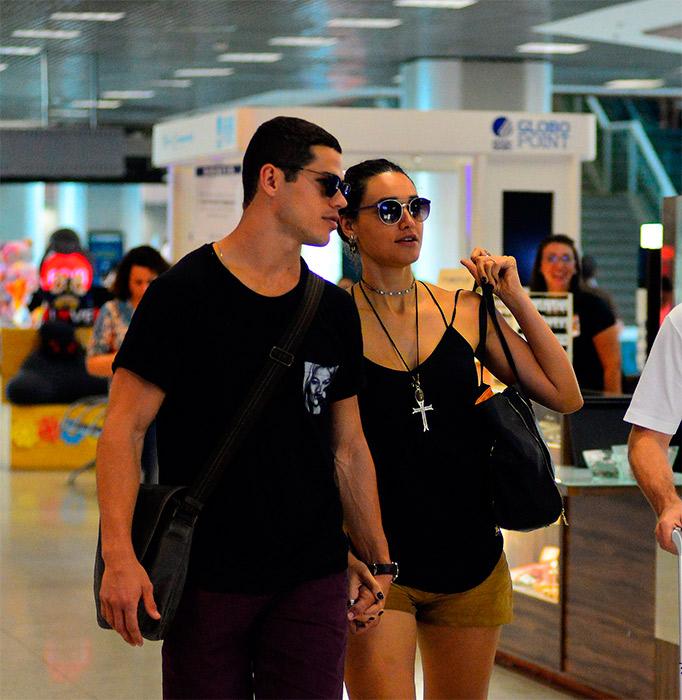 Débora Nascimento e José Loreto circulam juntinhos
