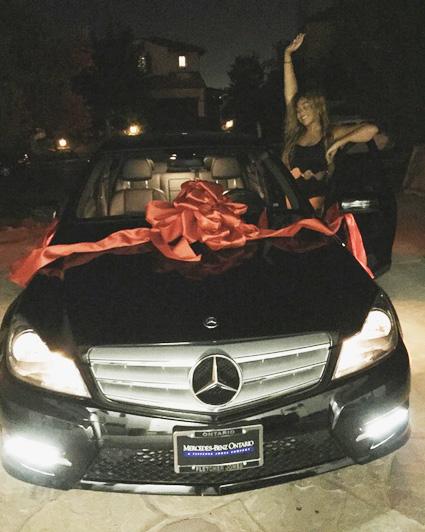 Kylie Jenner dá carrão de aniversário para a amiga