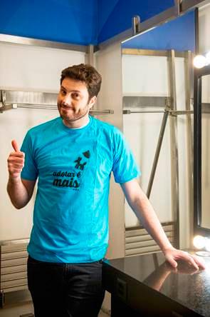 Danilo Gentili abraça campanha de adoção de animais