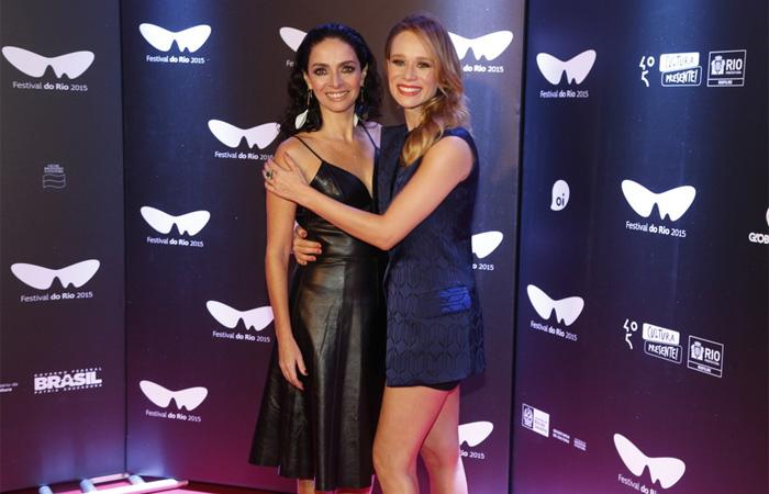 Mariana Ximenes e Claudia Ohana divulgam filme