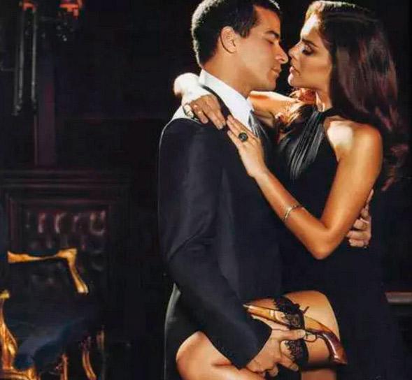 Thiago Martins se declara para Paloma: 'Já é minha rainha'
