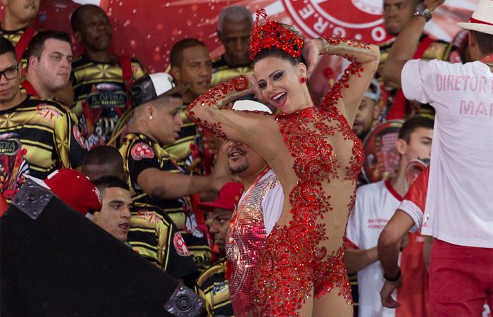 Viviane Araújo brilha em ensaio do Salgueiro