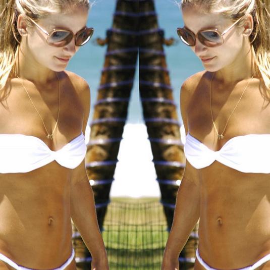 Claudia Leitte posa de biquíni: 'Verão o ano todo'