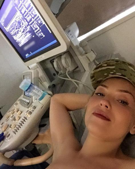 Thalía faz mamografia e publica foto para incentivar fãs
