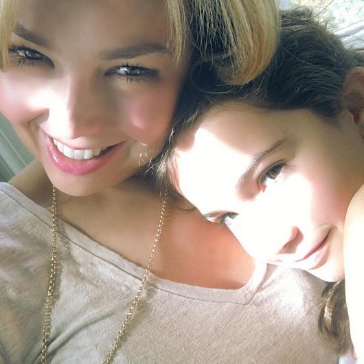 Thalía publica linda foto da filha Sabrina Sakaë