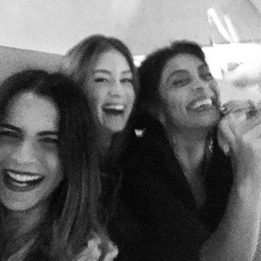 Marina Ruy Barbosa e Juliana Paes se divertem juntas