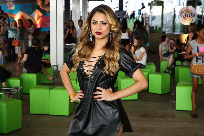 Maísa Silva esbanja simpatia antes de show de Demi Lovato