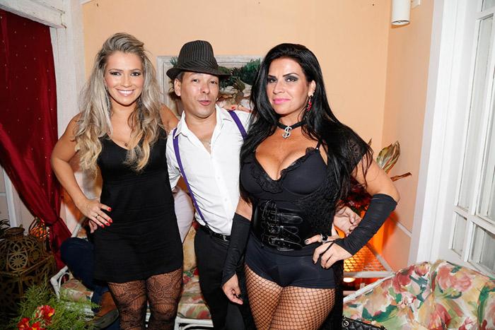Decotadas, Fani e Solange Gomes badalam em festa
