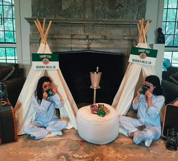 Kardashians fazem chá de bebê para Kim usando pijamas iguais