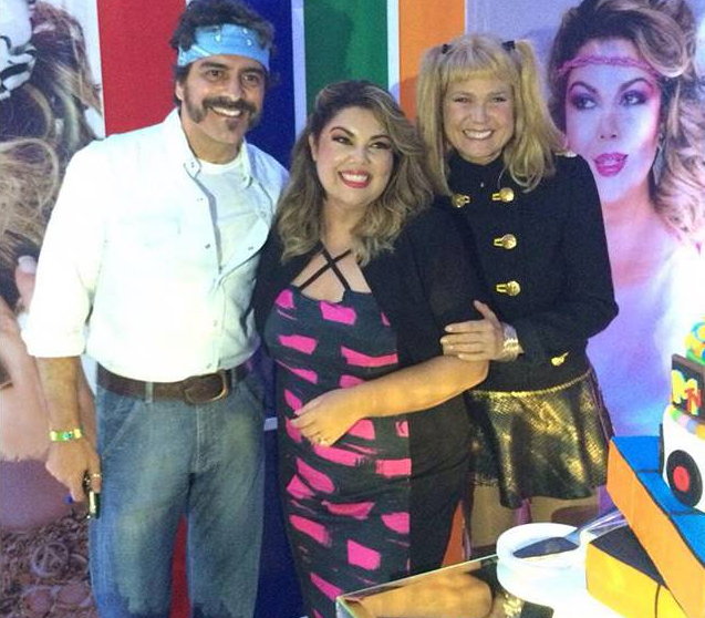Fabiana Karla comemora aniversário com festa tema Anos 80
