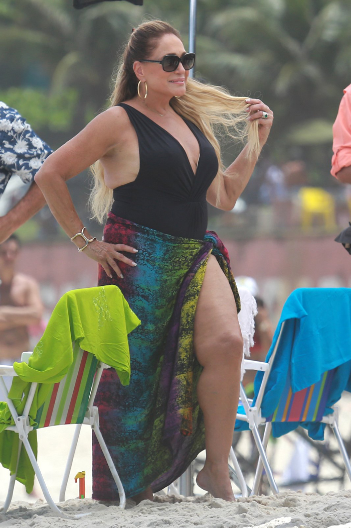 Susana Vieira coloca as pernas de fora em comercial