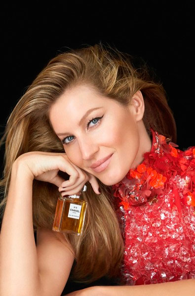 Natal! Gisele Bündchen estrela nova campanha da Chanel