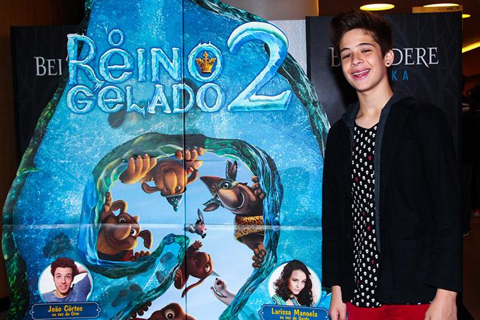 Larissa Manoela esbanja simpatia em pré-estreia de filme
