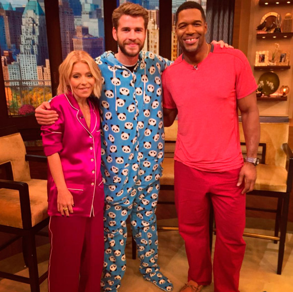 Liam Hemsworth vai de pijama a programa de televisão