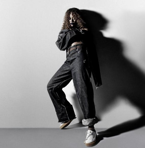 Rihanna aposta em poses caprichadas para ensaio fotográfico