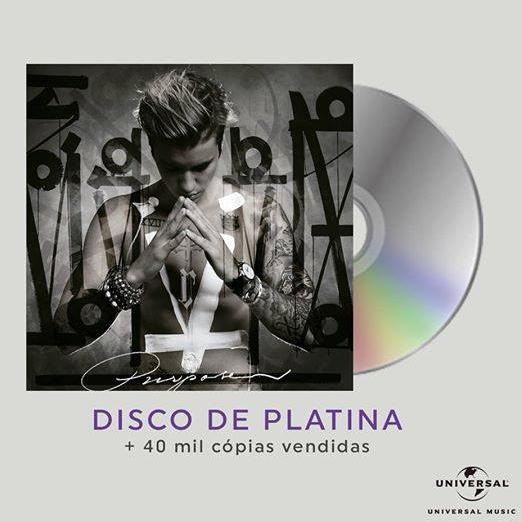 Justin Bieber comemora disco de platina no Brasil