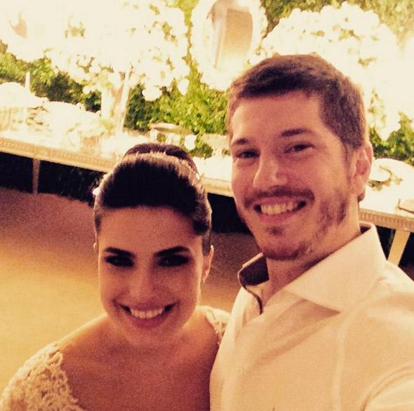 Ex-Malhação se casa com sociólogo no Copacabana Palace