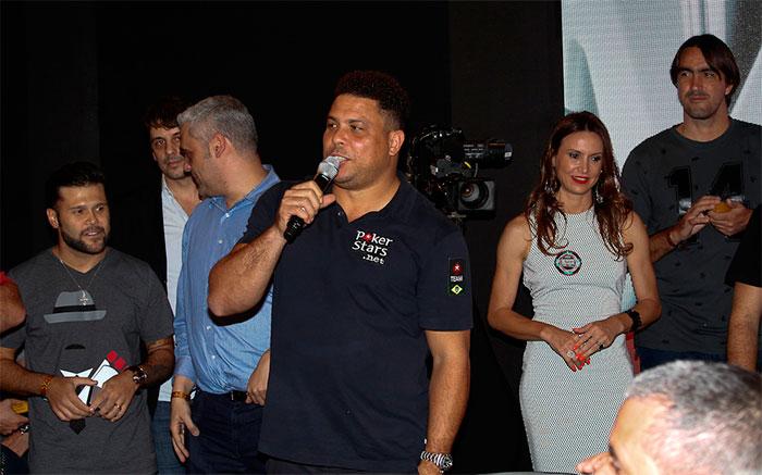Bruno Gagliasso prestigia Ronaldo em torneio de pôquer