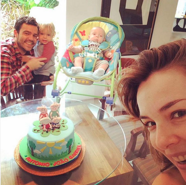 Regiane Alves celebra aniversário dos filhos: 'O tempo voa'
