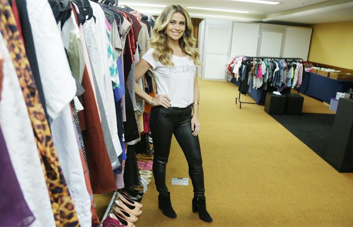 Giovanna Antonelli comanda bazar beneficente no Rio