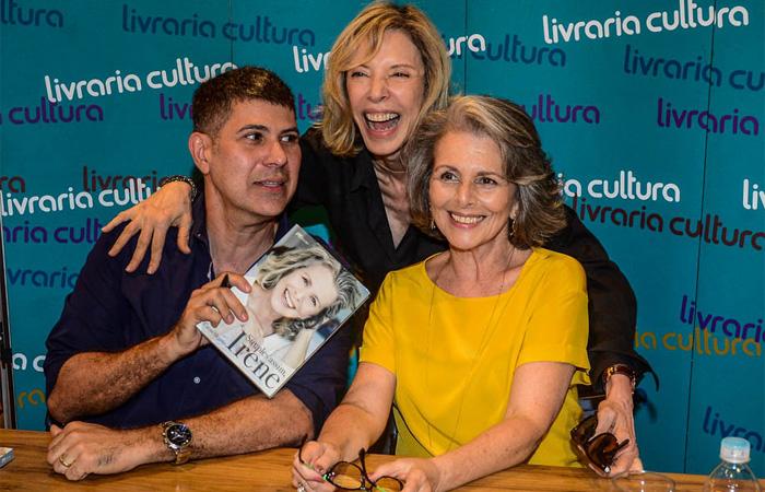Irene Ravache recebe Marília Gabriela em lançamento de livro