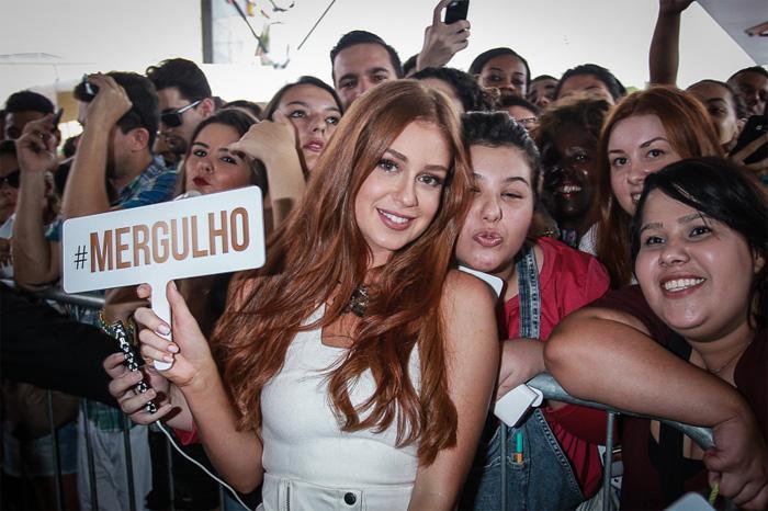 Marina Ruy Barbosa dá dicas de beleza em evento