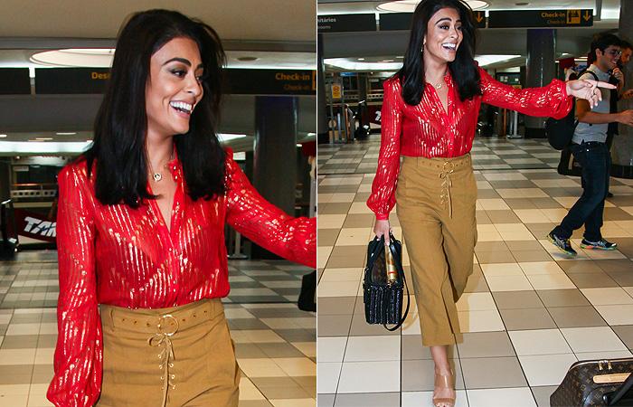 Juliana Paes é clicada com blusa decotada em aeroporto