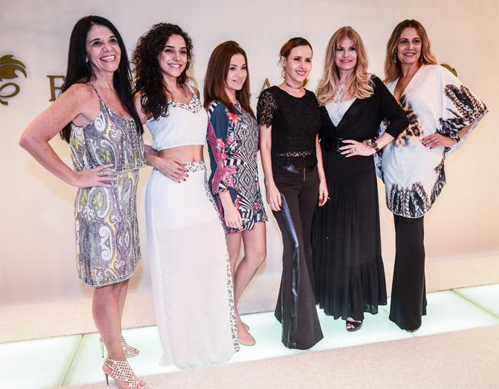 Leona Cavalli aposta em look rendado para evento de lingerie