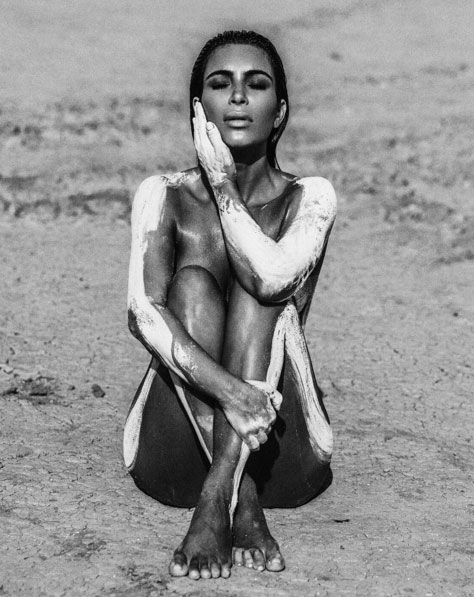 Kim Kardashian divulga novas fotos de ensaio nu