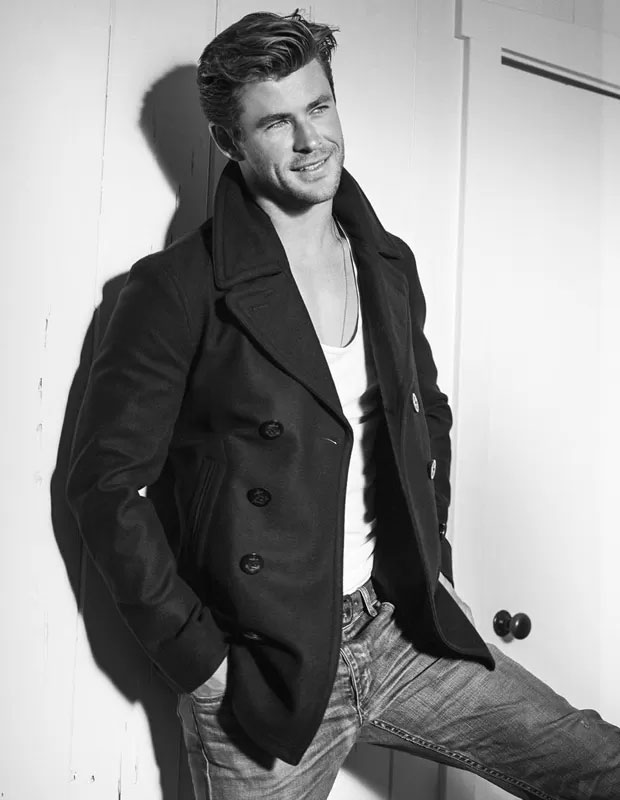 Chris Hemsworth mostra corpo musculoso em ensaio fotográfico