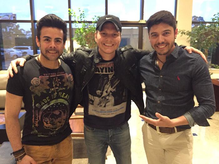 Em parceria com Michel Teló, Tony e Bryan divulgam single
