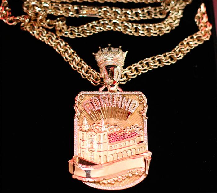 Ostentou! Adriano Imperador compra joia de R$ 120 mil