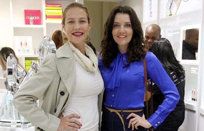 Luana Piovani aproveita evento no Rio para cuidar do visual