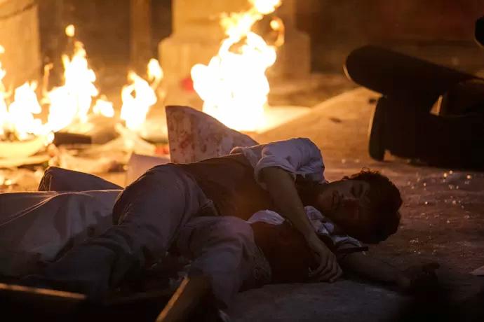 Hoje em Totalmente Demais: Jonatas fica preso em incêndio