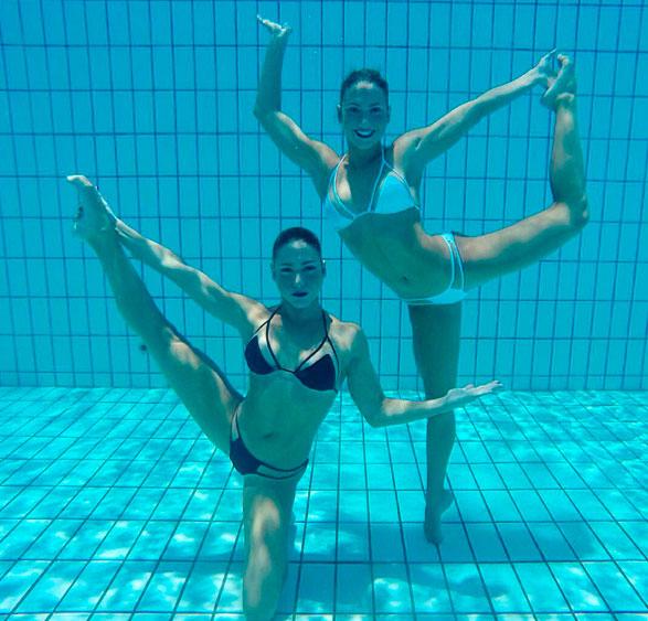 Bia e Branca Feres mostram corpão embaixo d'água
