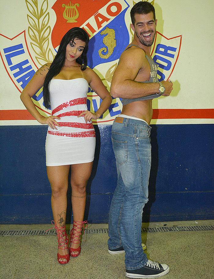 Bianca Leão e Bruno Miranda, o Borat, disputam maior bumbum